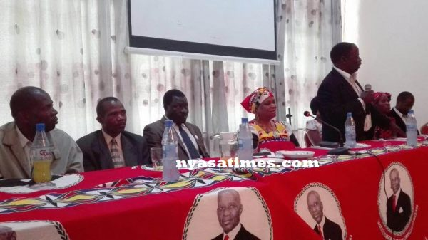 MCP rebels led by Chatinkha (seated) at news conference